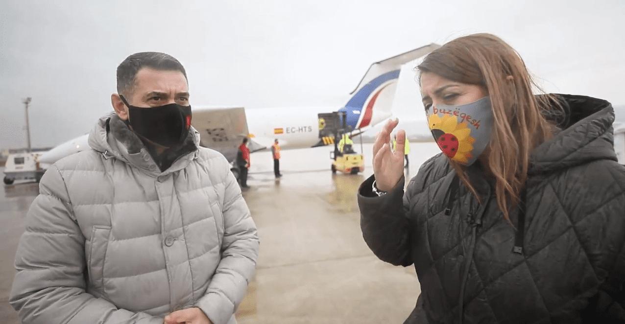 Lajmi i fundit/ Mbërrijnë në Rinas 10 mijë doza të vaksinës ruse Sputnik V - APEL MEDIA